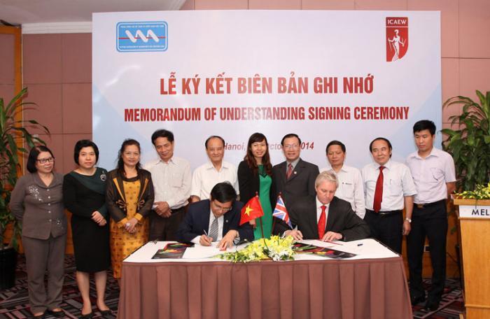 ICAEW ký biên bản ghi nhớ với Hội Kế toán và kiểm toán Việt Nam
